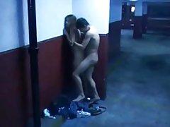 Fajčenia a sex na verejnosti garáž
